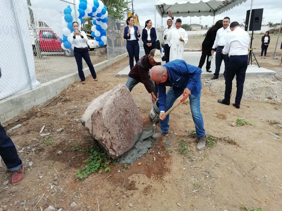 Ponen la primera piedra para  un bachillerato en Mezcales