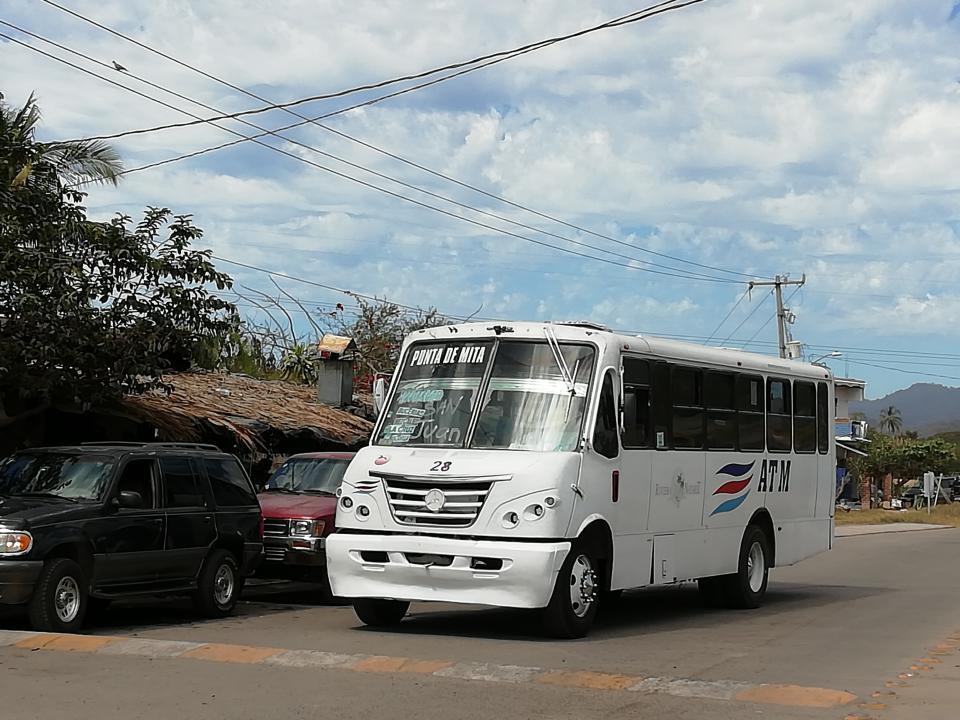 Afecta a usuarios pocos camiones en ruta San Juan- Punta de Mita
