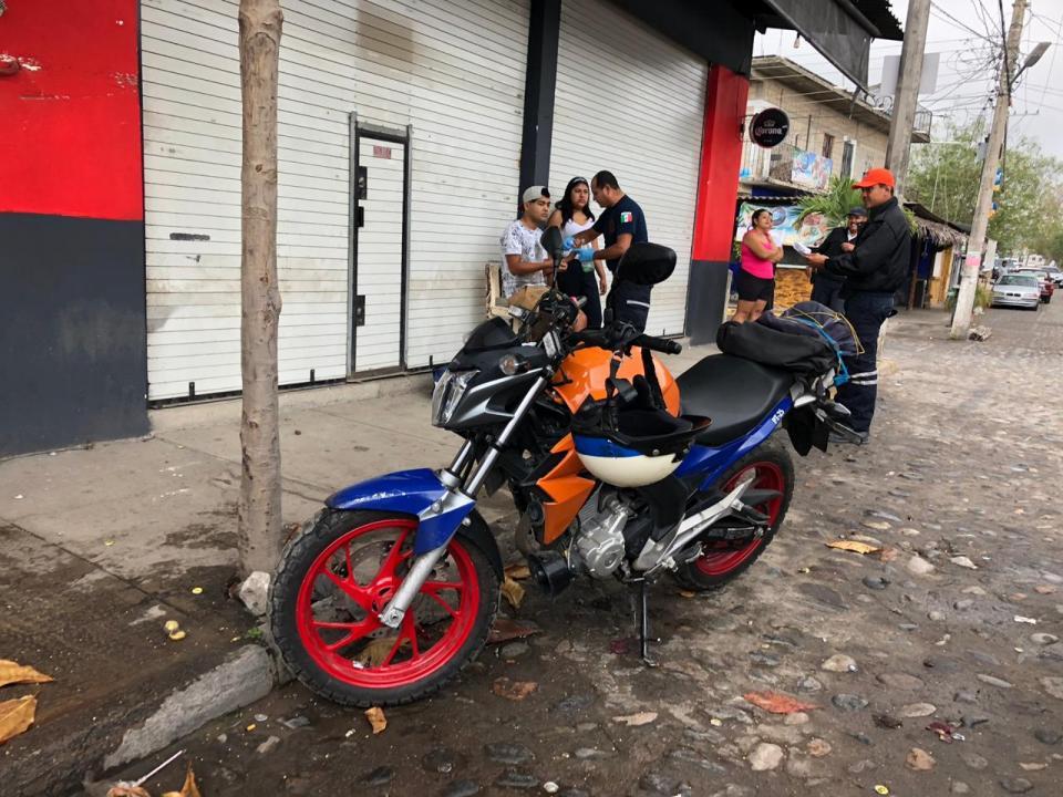 Motociclista derrapa en la colonia del Toro