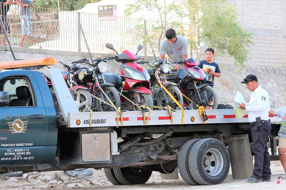 """Continuanoperativos """"motolocos"""" en Bahía de Banderas"""