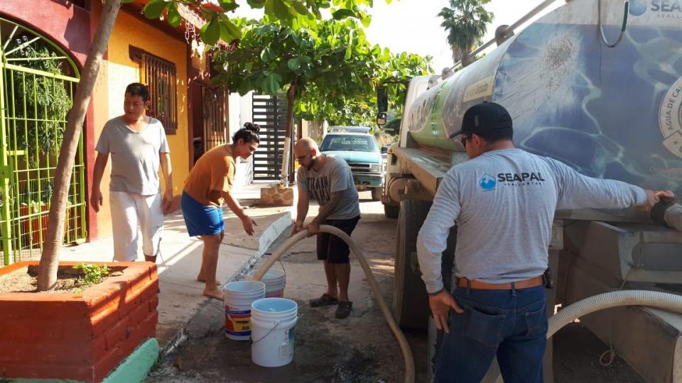 Empieza abastecimiento de agua en colonias afectadas por falla de CFE