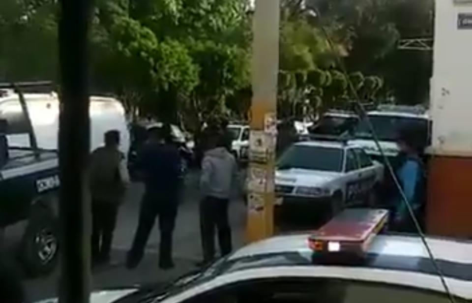 Atacan Palacio de Tecamachalco; dos policías heridos