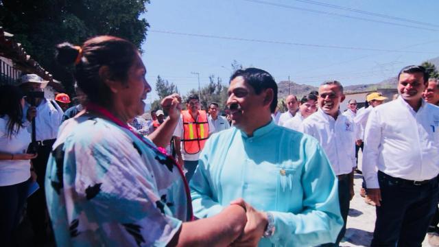 Adahan Casas trabaja de la mano con el gobernador Antonio Echevarría García