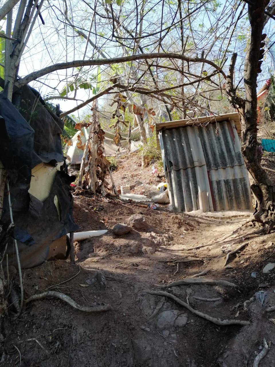 JUNTO A LAS PEÑAS…Resignadas 100 familias avivir en panorámica zozobra