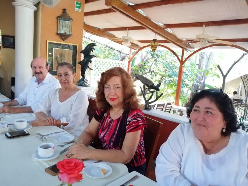 Organiza AMEXE Vallarta conferencia de Pedro Ferriz