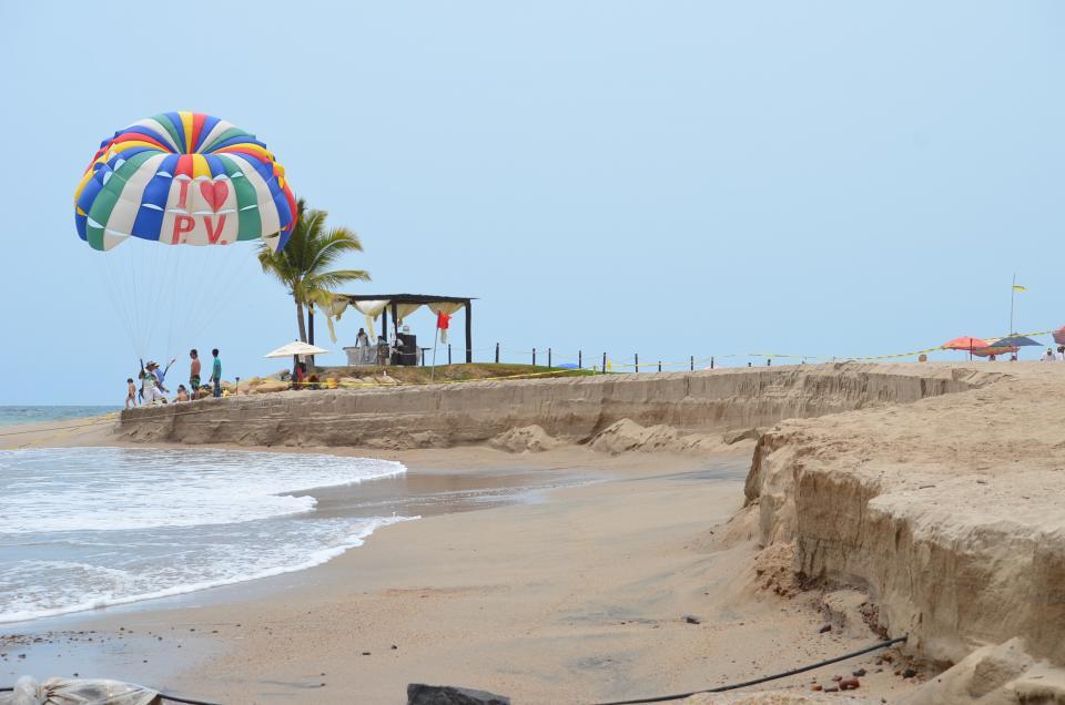 Cierran playa antedeslizamiento de arena