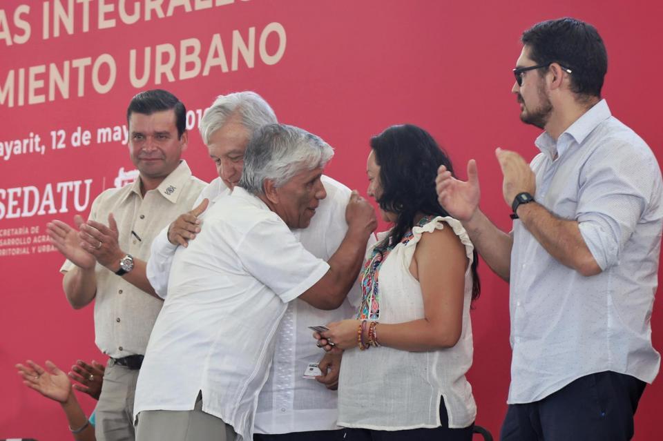AUTOPISTA JALA – PUERTO VALLARTA Amaga AMLO cancelar concesión de vía corta