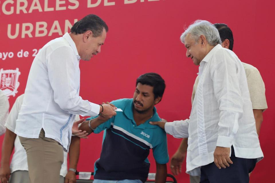 Ayudaremos al pueblo de Bahía de Banderas en demasía: AMLO