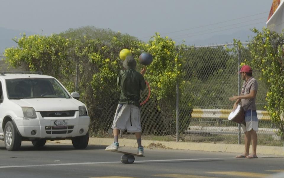 """La mendicidad y el """"arte callejero""""una forma de sobrevivir en Bahía"""