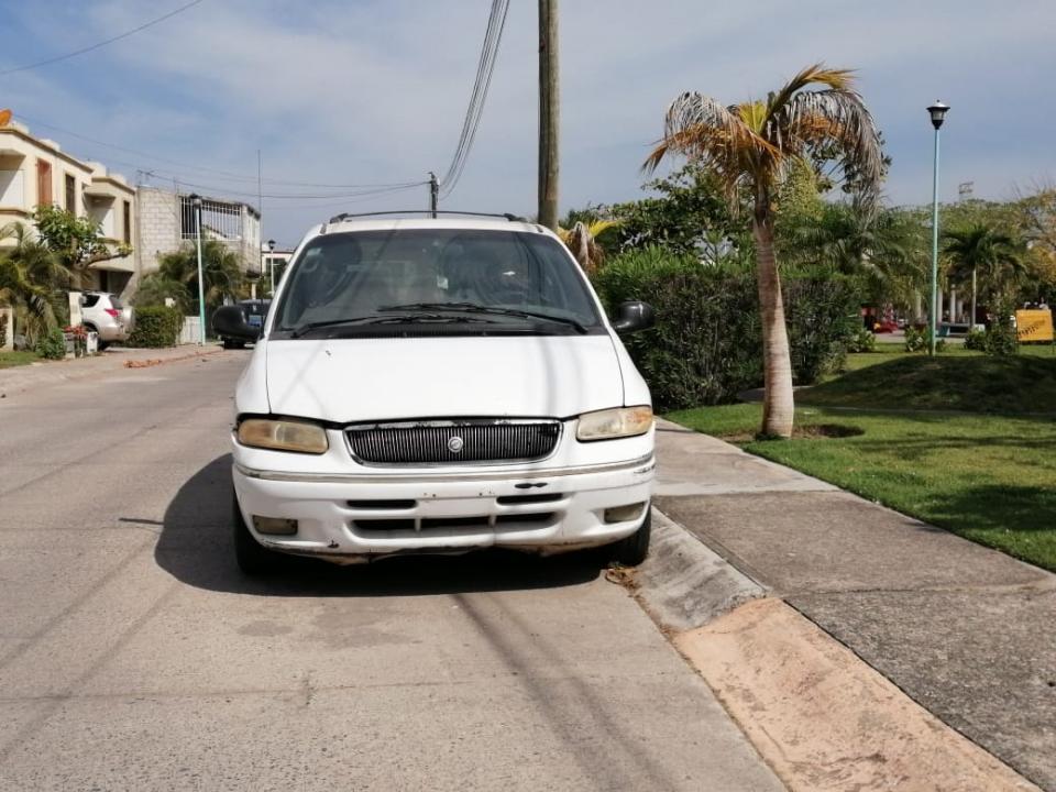 Carros abandonados, unproblema en Valle Dorado