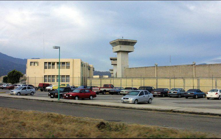 Vinculan a tres custodios por la fuga de dos reos en Jalisco
