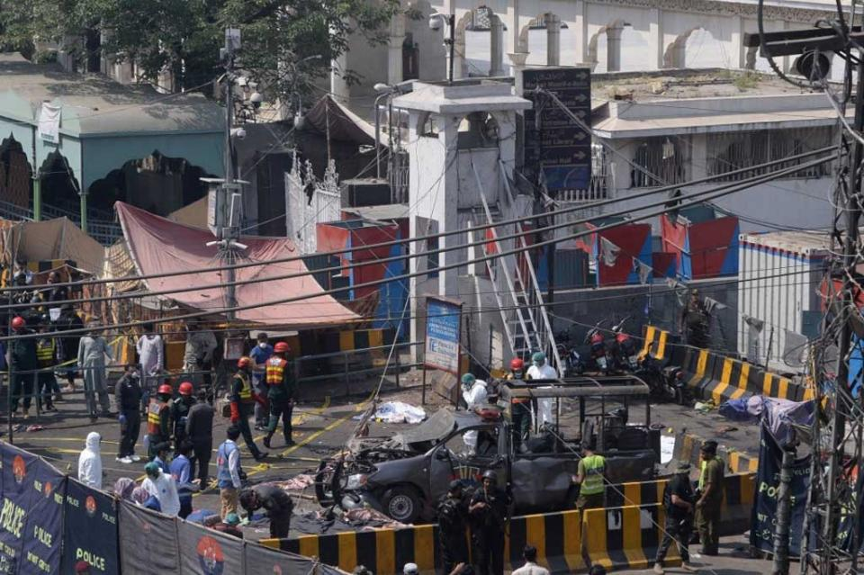 Atentado suicida en Pakistán deja al menos 10 muertos y 25 heridos