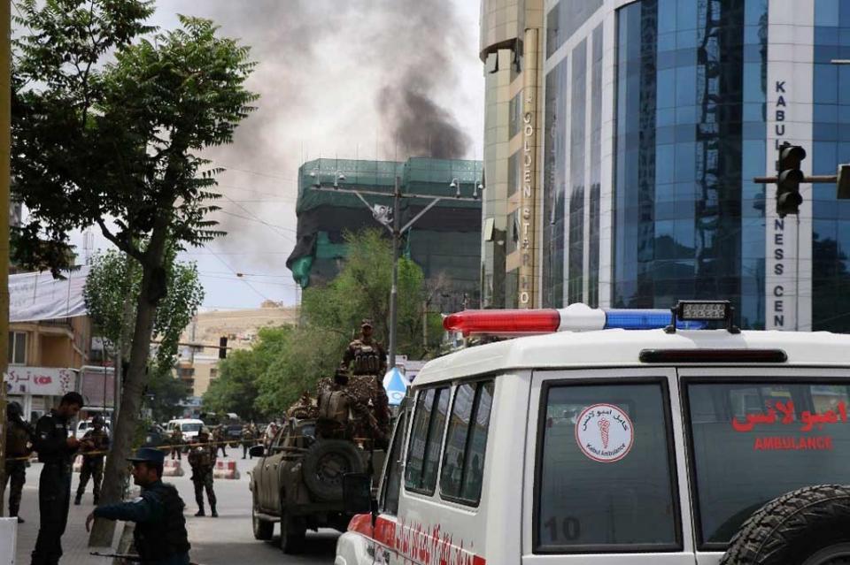 Ataca Talibán ONG estadunidense en Kabul y retiene a 170 empleados