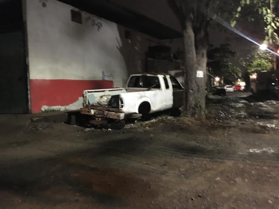 """Mecánicos invaden calles con""""chatarras"""" en La Floresta"""