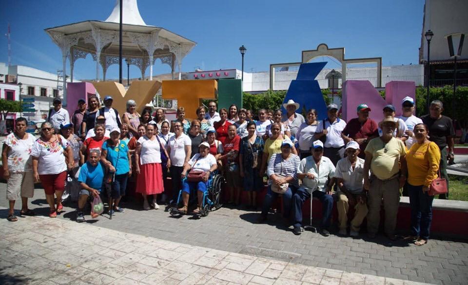 Viajan a Ixtlán del Río Adultos Mayores de Sayulita