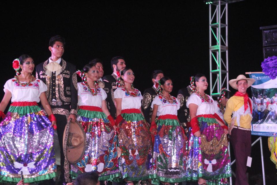 Recibe PV importante promoción con el Festival del Folclor
