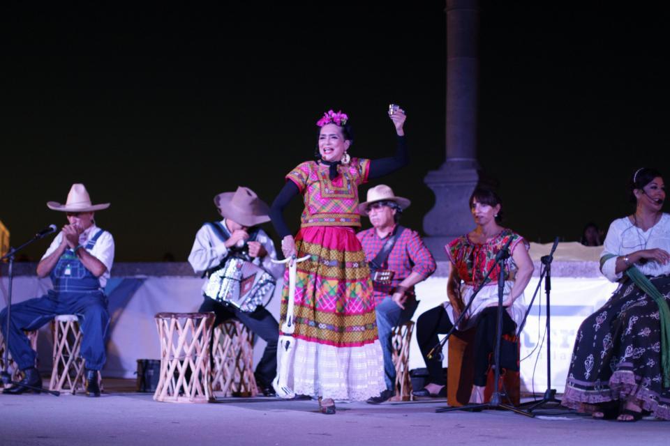 Ofelia Medina y Frida Kahlo se apoderaron de los arcos del malecón