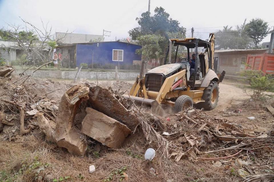 Aceleran trabajos preventivos de desazolve en canales y drenes de Bahía de Banderas