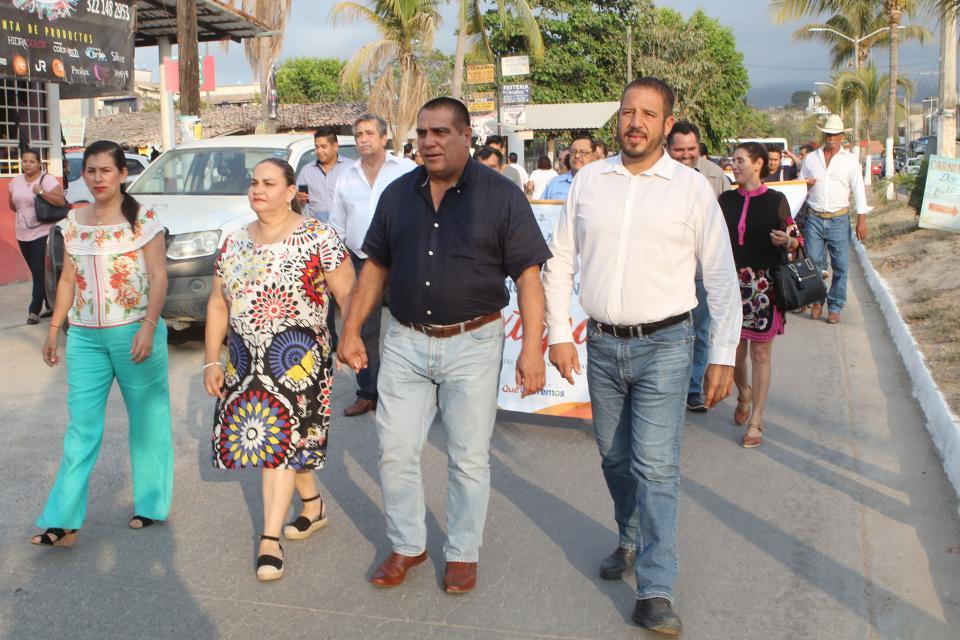 Participa alcalde en festejos patronales de Ixtapa