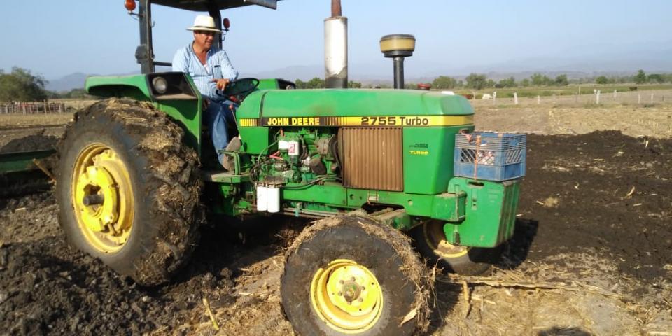 Agricultores de San Vicente, San Juan y San José se benefician con biosólidos de OROMAPAS