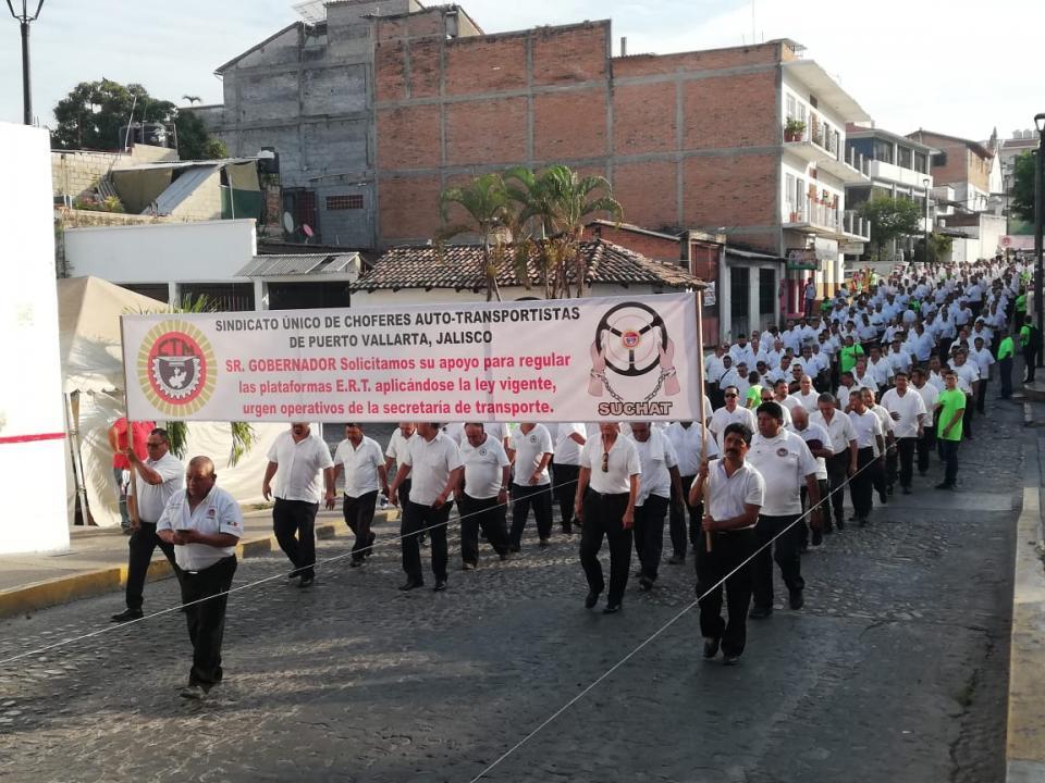 Mas de Diez Mil trabajadores Participan en Desfile del Primero de Mayo