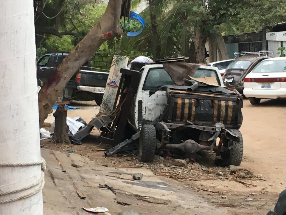 Causan conflicto entre vecinos,carros abandonados en la calle