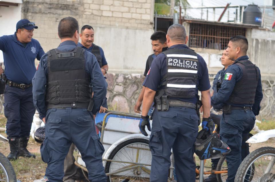 Policías alertas