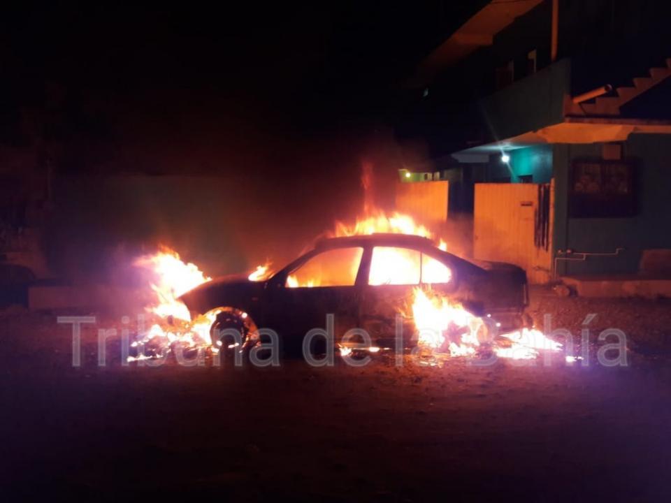 Se registra incendio de vehículo en Lomas de Coapinole