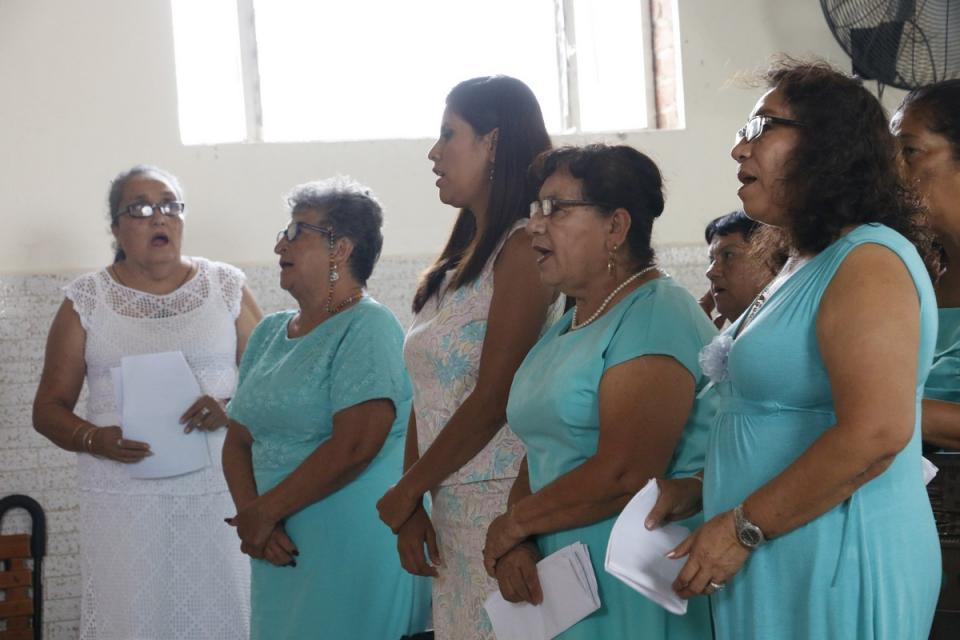 Convive presidenta del DIF con grupos de la tercera edad