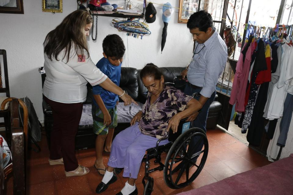 Personas con discapacidad agradecen apoyos del Sistema DIF