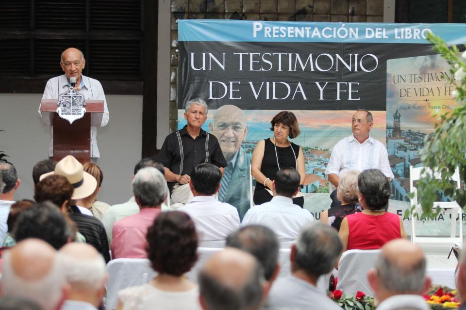 """Presentan libro """"Un Testimonio de vida y fe"""""""