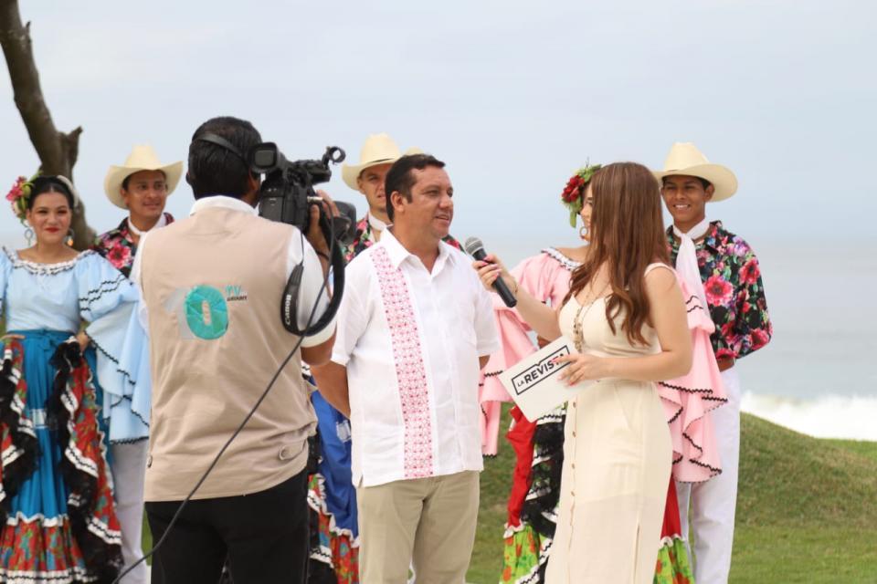 Promueve Jaime Cuevas Bahía de Banderas a través de 10 TV Nayarit