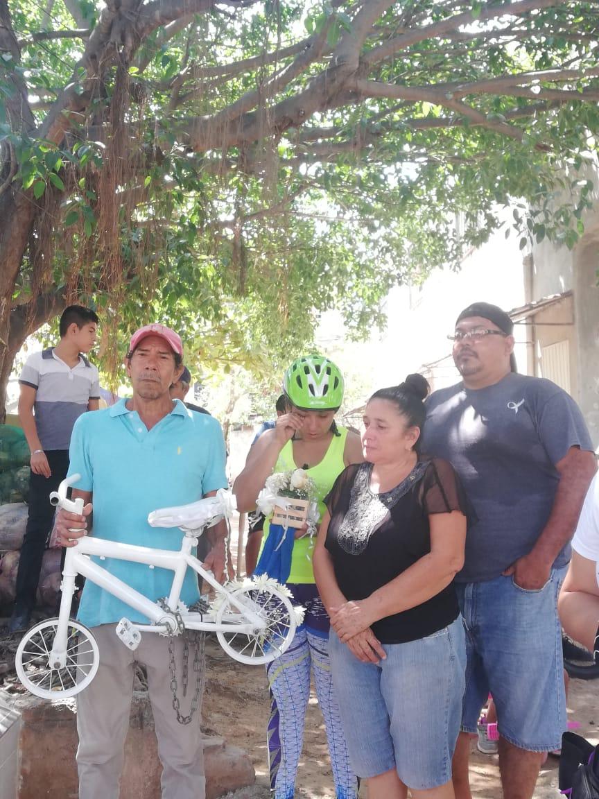 Exigen justicia para la pequeñaDaniela y respeto para ciclistas