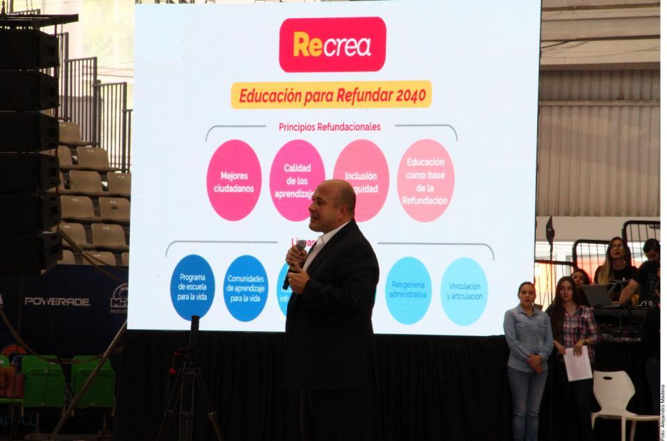 Renuevan plan educativoy escuelas en Jalisco