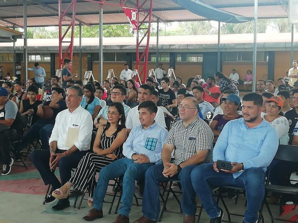Habrá apoyo para losjóvenes: Guillermo Santiago