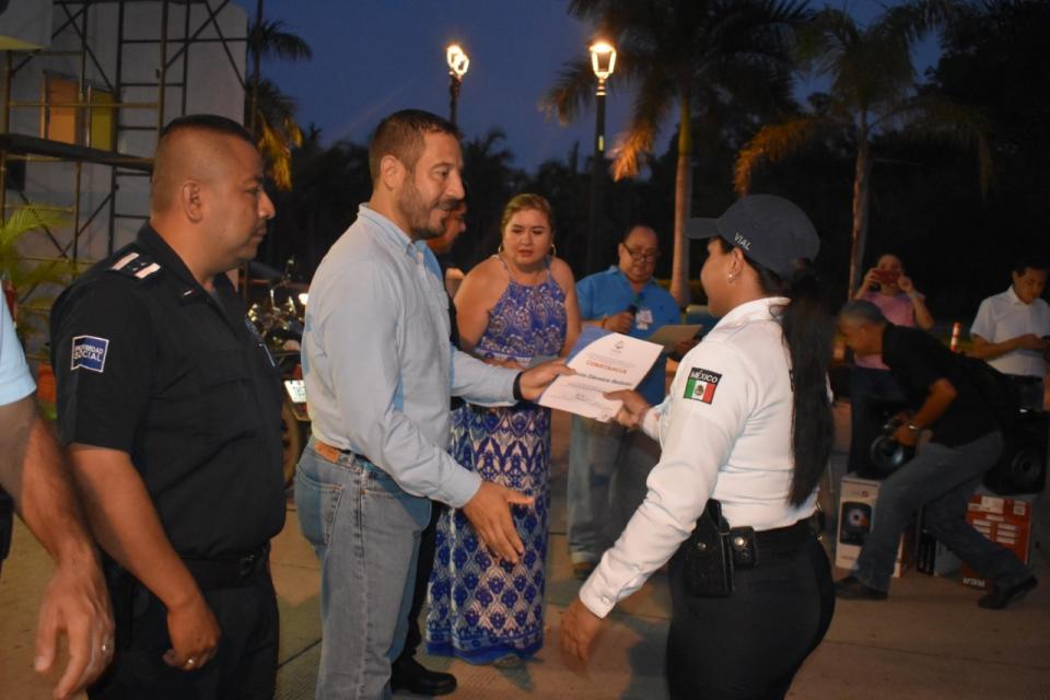 """Reconocen a policías municipales porcurso de """"Cultura de Discapacidad"""""""