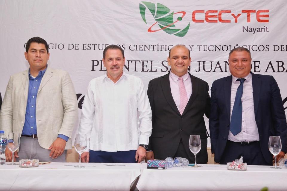 Egresan más de 400 alumnos del CECYTE de San Juan de Abajo Reconocen apoyo de Jaime Cuevas con la educación