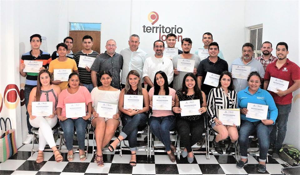 Jaime Cuevas fomenta capacitación a jóvenes emprendedores