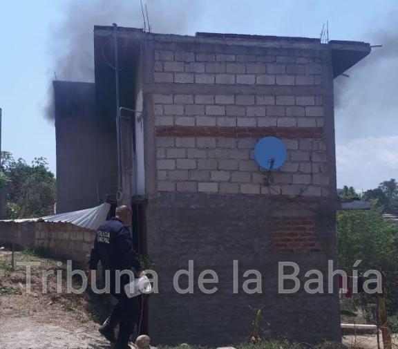 Arde segundo piso vivienda en Ixtapa