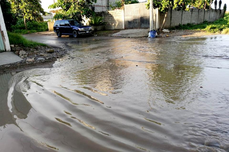 El agua llegó a 1.5 metros por lluvias en Las Juntas y perdieron sus muebles; piden ayuda