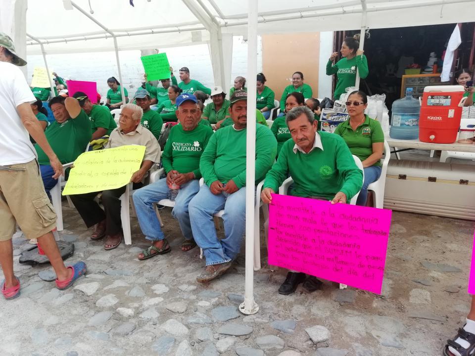 Paro estatal del SUTSEM sesiente en Bahía de Banderas