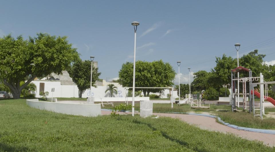 """Parque de Villas de SanVicente tiene luz por """"ratos"""""""