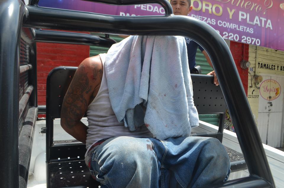 Captura policía a ladrón de moto,afectado no quiso proceder