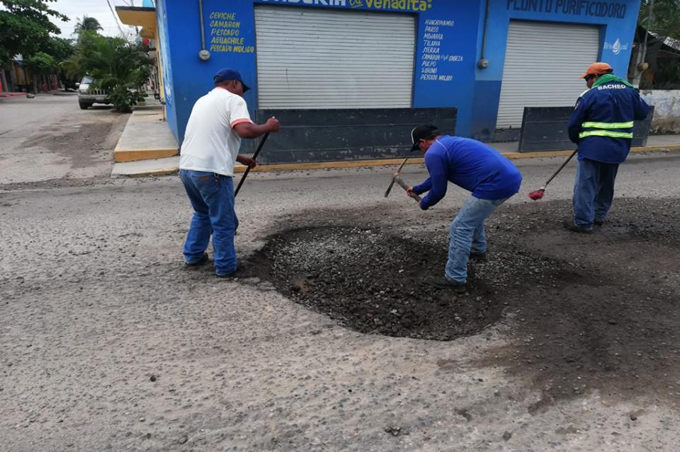 Gobierno de Bahía intensificatrabajos de bacheo,mantenimiento de vialidades y desazolves