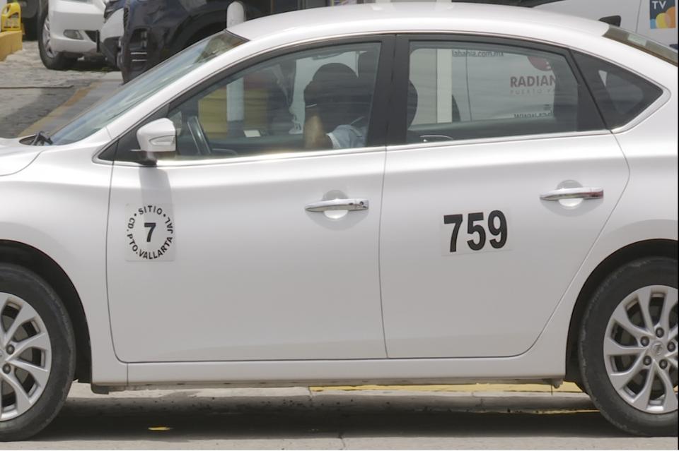 """Inquieta que taxis """"blancos"""" no tengan ningún rótulo"""