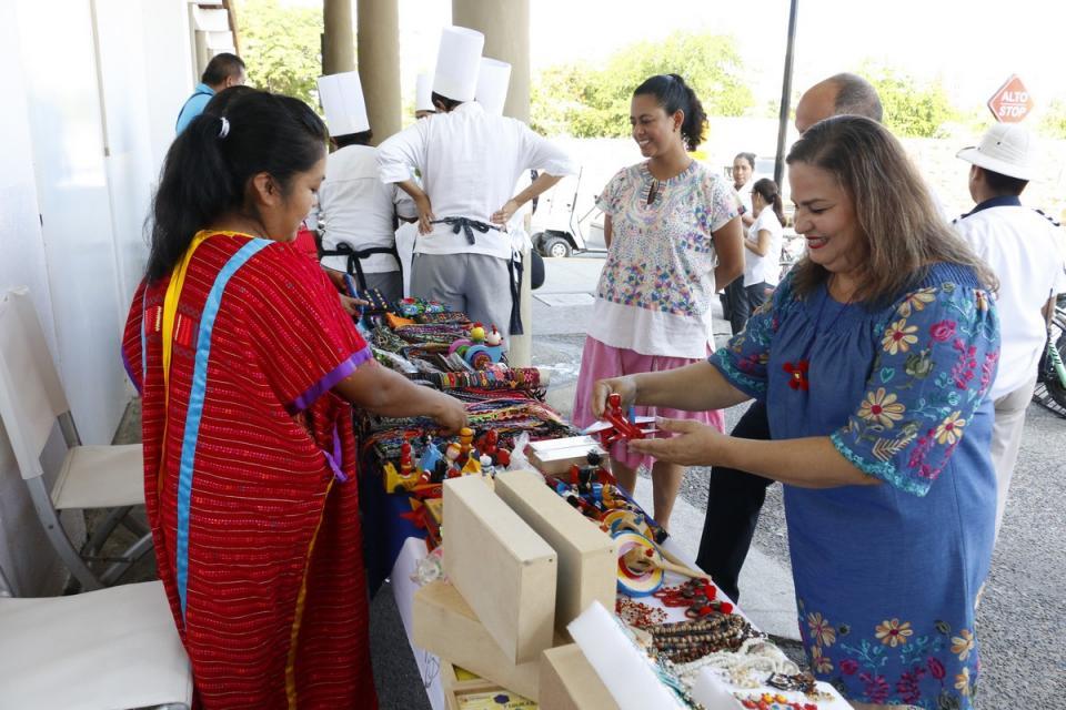 Organiza DIF Vallarta Expo Indígena Artesanal y Gastronómica
