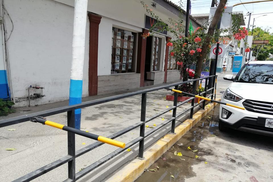 """Tránsito ordena retirar estructurasde """"No Estacionar"""" en la E. Zapata"""