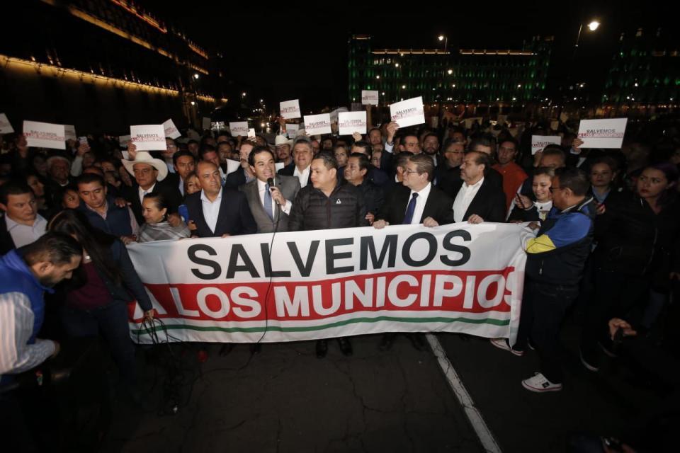 Alcalde de Tepic participa en manifestación de presidentes municipales ante Palacio Nacional