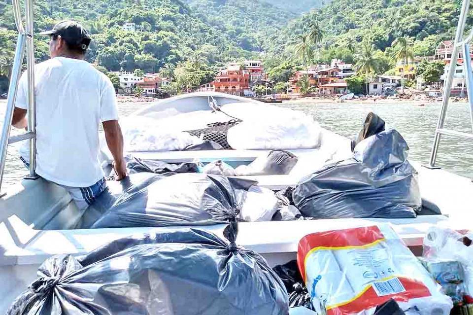 Fundación Alas de Águila entregóapoyos a familias de Yelapa