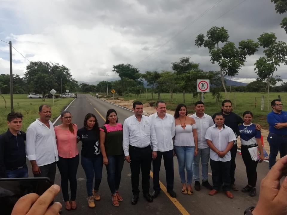 Inaugura Gobernador Antonio Echevarría G la vialidad a la UAN; Promete regular el tema del transporte